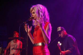 The Asteroids Galaxy Tour | Oosterpoort Groningen (02-05-2012)  - Rockportaal